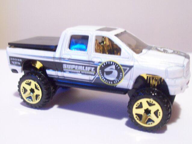 File:2010 Dodge Ram 1500.jpg