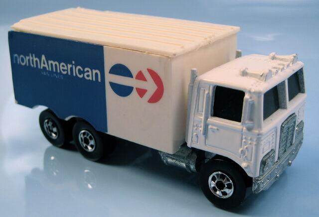 File:Hiway Hauler North American Van Lines.JPG