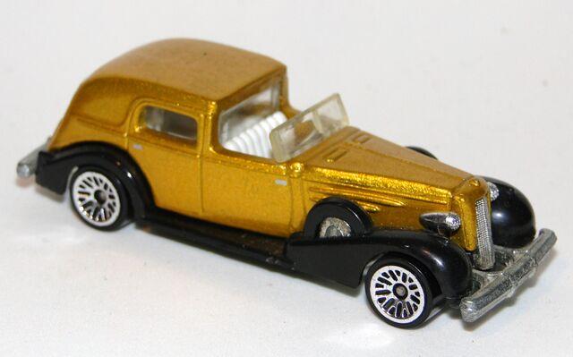 File:1935 Cadillac.jpg