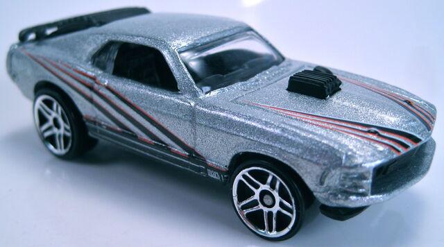 File:Mustang Mach I silver PR5 wheels 2001.JPG
