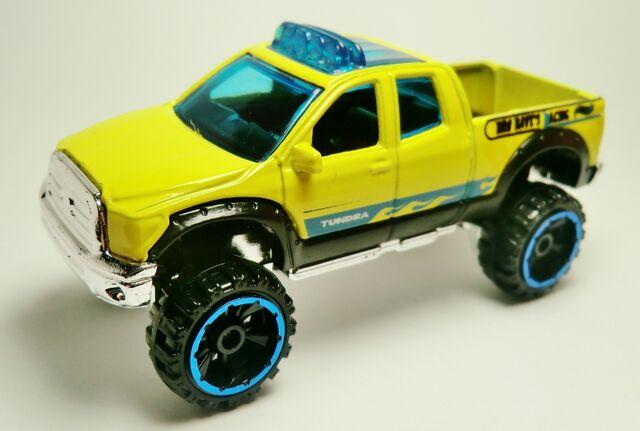 File:'10 Toyota Tundra-040 2012 Yellow.jpg