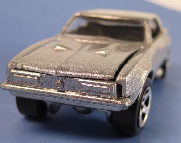 File:67 camaro silver 5-pack car error base on backwards front.JPG