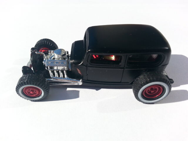 File:'32 Ford Sedan side.jpg