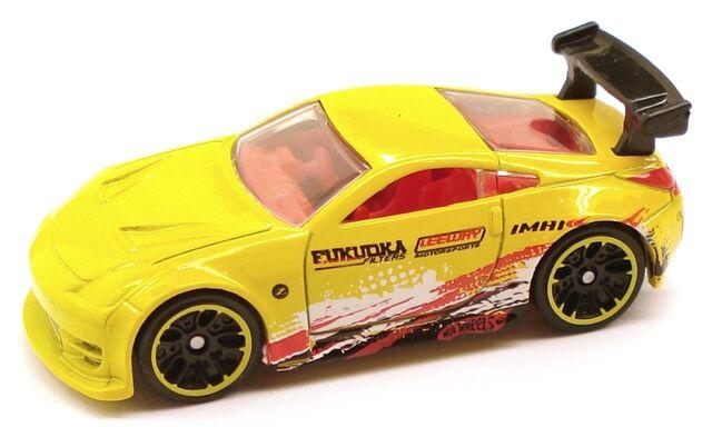 File:NissanZ Night Yellow.JPG