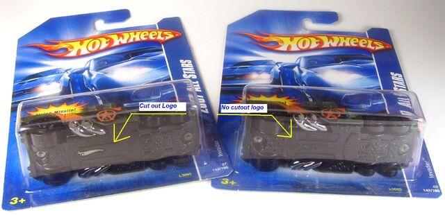 File:2007 142 Invader All Stars 2 bases.JPG