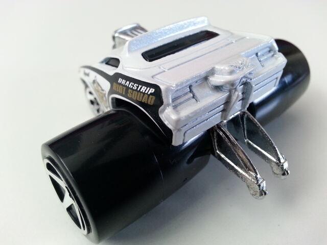 File:Plymouth Barracuda (Fatbax) 1rear.jpg