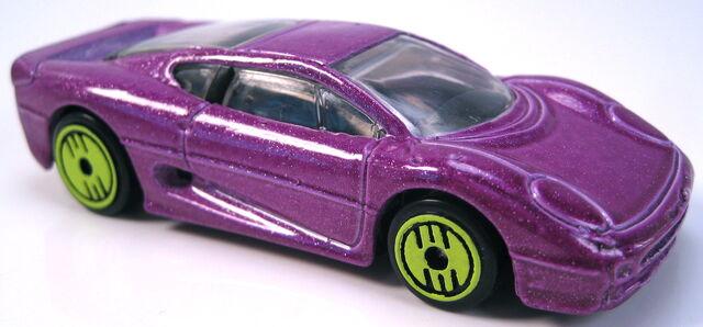 File:Jaguar XJ220 revealers series 1993 purple metalflake.JPG