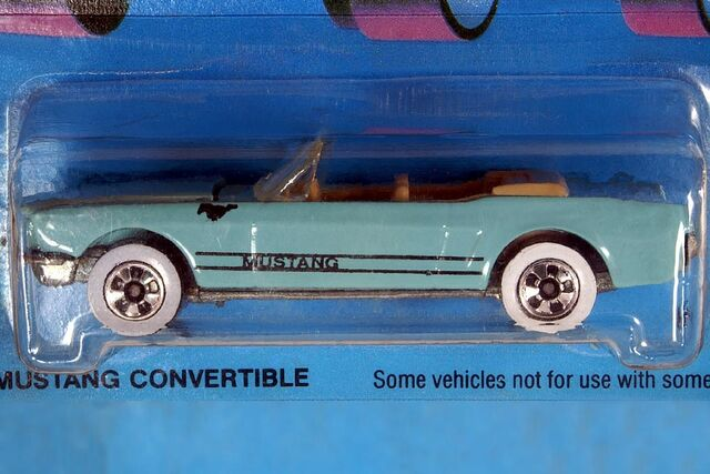 File:Light Blue '65 Mustang Convertible - 5991cf.jpg