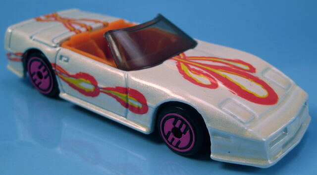 File:Corvette Convertible revealers series 1993 white pearl.JPG