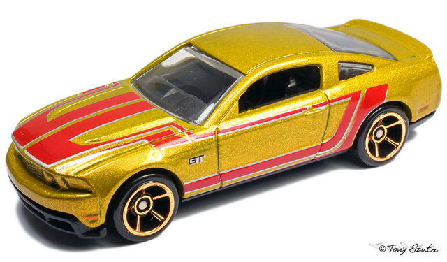 File:2010 ford mustang gt 2011 gold.png