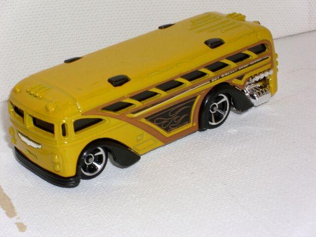 File:Surfin' School Bus (800x600).jpg