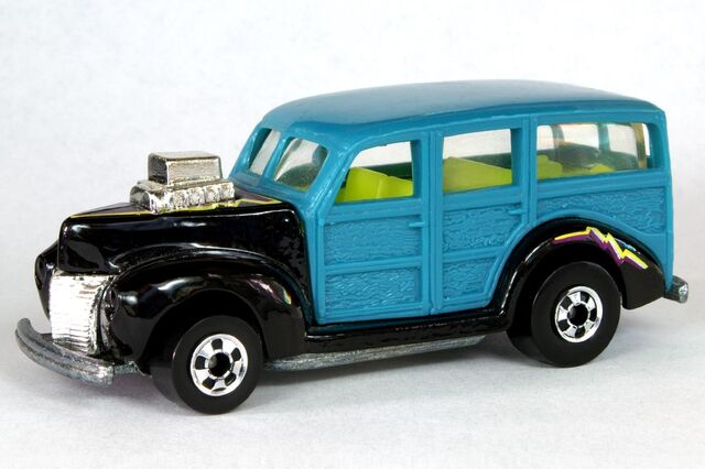 File:Blackwall Teal and Black '40's Woodie - 6402df.jpg