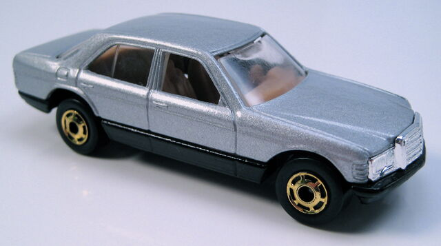 File:Mercedes 380sel silver gho wheels hk base.JPG