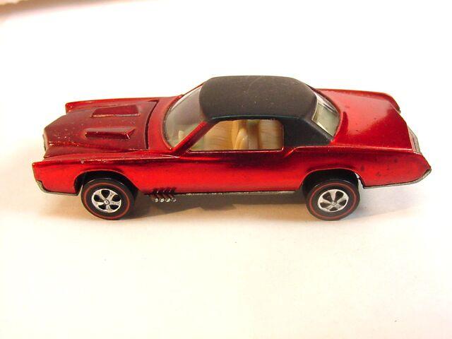File:1968 Eldorado US Red Wh int .jpg