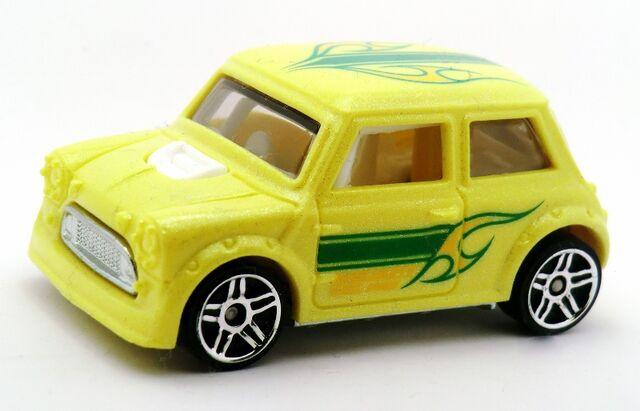 File:Mini Cooper-2014 Color Shifters(Cold).jpg