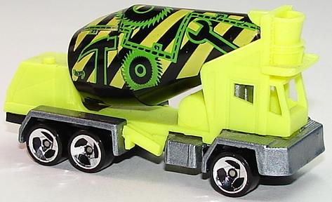 File:Oshkosh Cement Mixer Lime.JPG