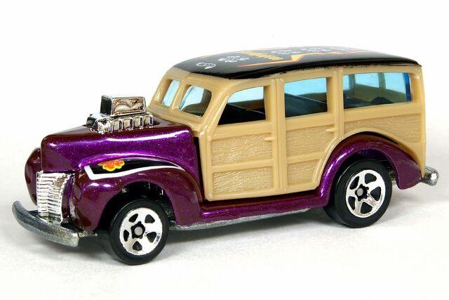 File:Surf'N Fun '40's Woodie - 6399df.jpg