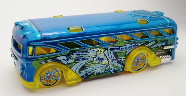 File:Surfin' School Bus-2013 031.jpg