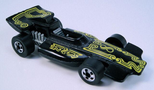 File:Formula PACK black BW yellow pinstripe tampos HK base.JPG