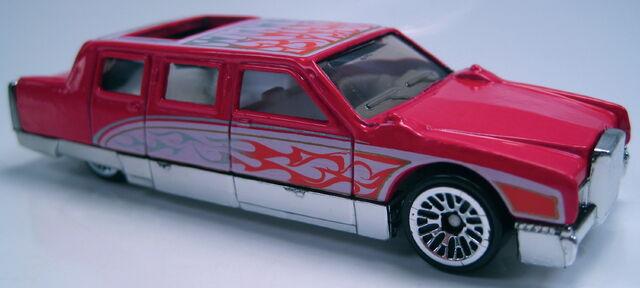 File:Limozeen red birthday cake 5-pack car 2002.JPG