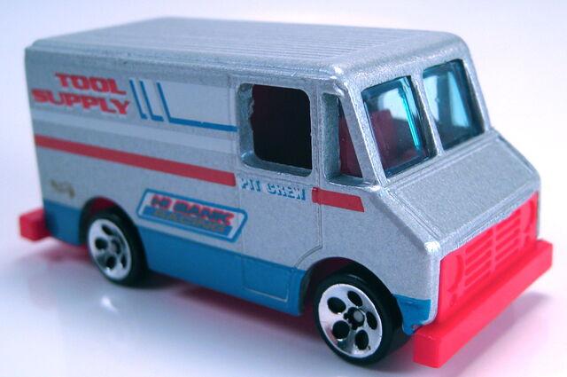 File:Pit crew truck HO5 wheels 1999 .JPG