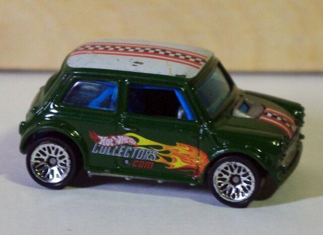 File:02-200c Morris Mini Green BBSs right.jpg