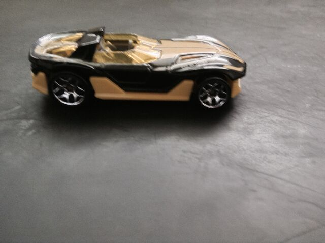 File:Black and yellow mystery model.jpg