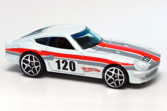 File:Pearl White Datsun 240Z.jpg