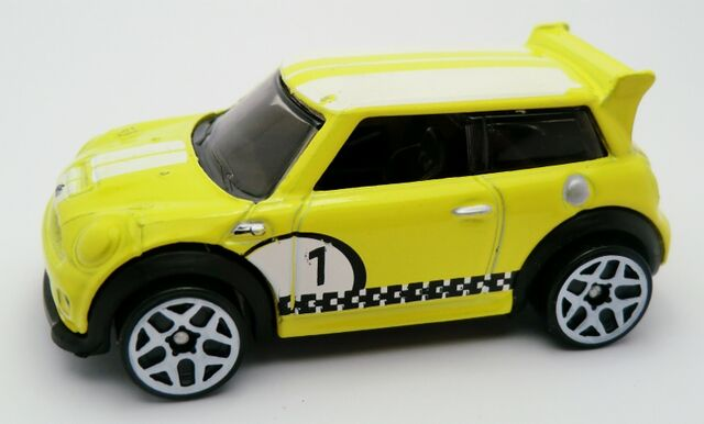 File:MINI Challenge-2013 3-Pack.jpg