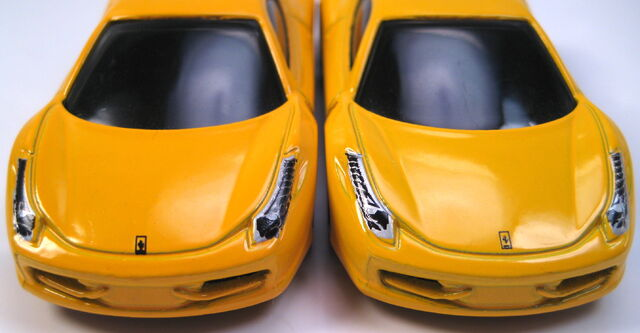 File:Ferrari 458 Italia 2 distinct yellows variations.JPG