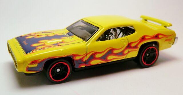 File:'71 Plymouth Road Runner-2013 215 Heat Flee.jpg