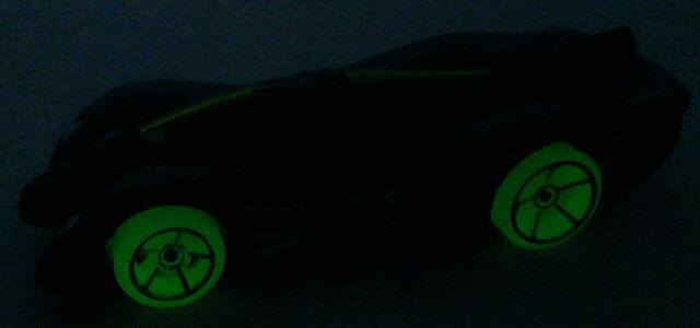 File:PowerPistonsCFL11Glow.jpg