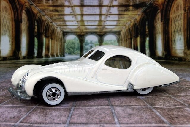 File:White Talbot Lago - B6460cf.jpg