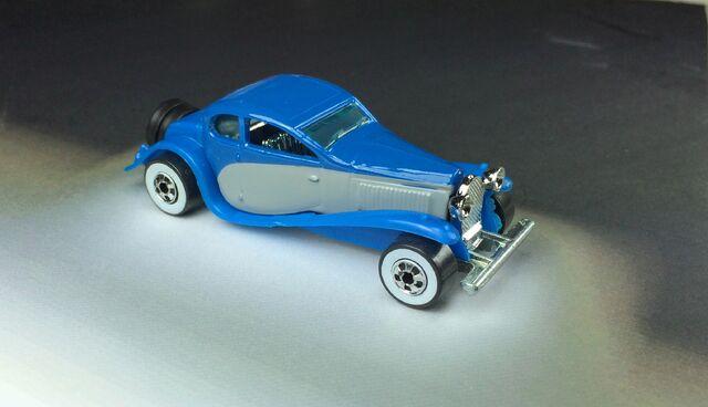 File:'37 Bugatti 5-Pack 1990.JPG