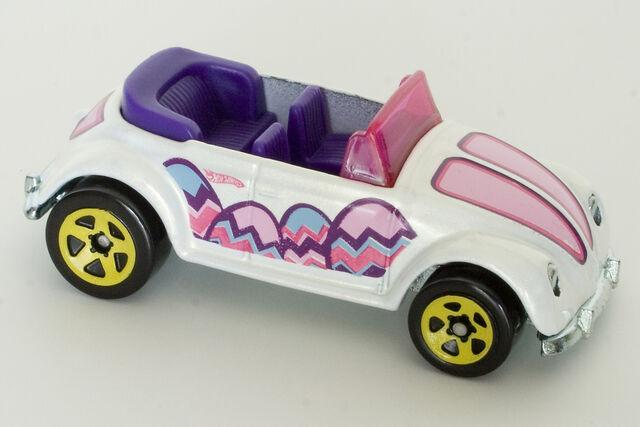 File:2010 Easter Eggslusives Volkswagen Beetle Convertible.jpg