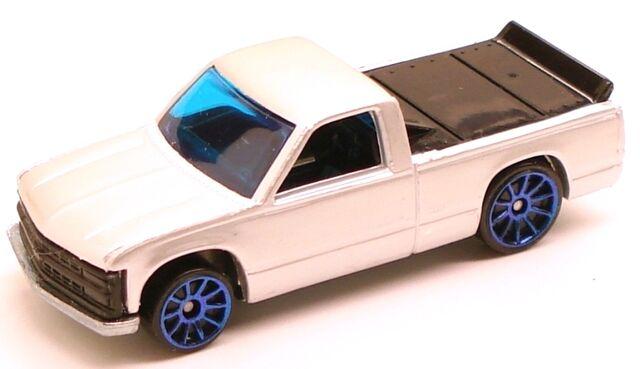 File:ChevyC1500 pearlwhite.JPG