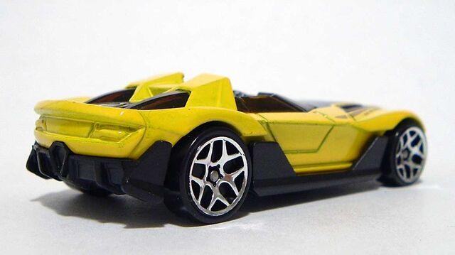 File:HW Yur-So-Fast Yellow RR DSCF7965.jpg