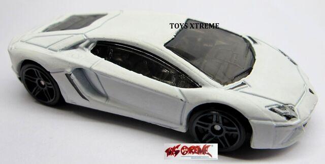 File:Lamborghini Aventador-FLAT WHITE-1.jpg