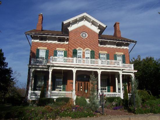 File:Victorian-mansion.jpg