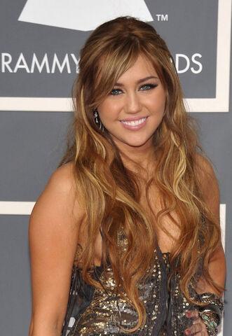 File:Miley 2014.jpg