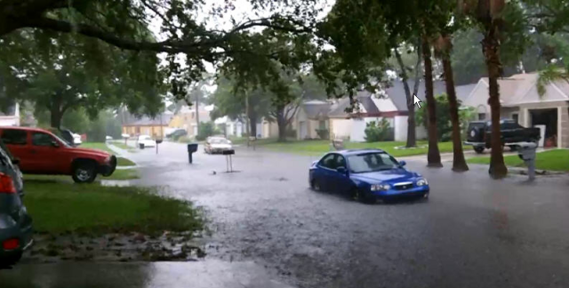File:Largo, FL street flooding during TS Debby, June 2012.png