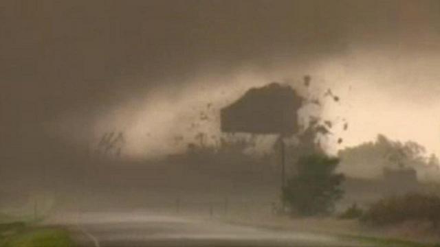 File:Tornado destroying building.png