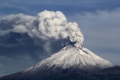 Ash eruption of mt adams