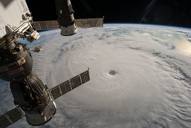 File:Typhoon Chaba 04 ISS049.png