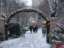 File:Herald Sq entry arch snow jeh.jpg