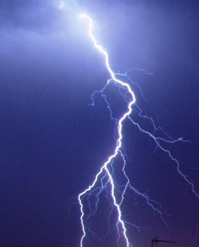 File:Lightning (2).jpg