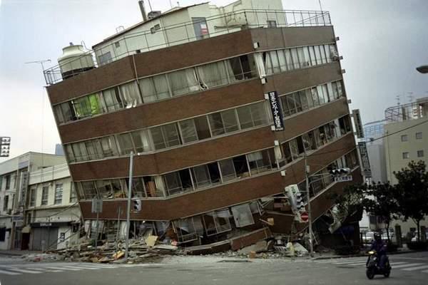 File:Earthquake Building Damage (1).jpg