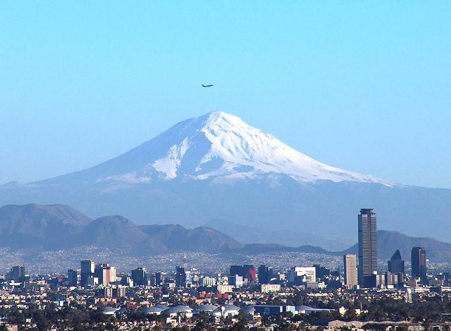 File:Popocatépetl & Cd de México.jpg