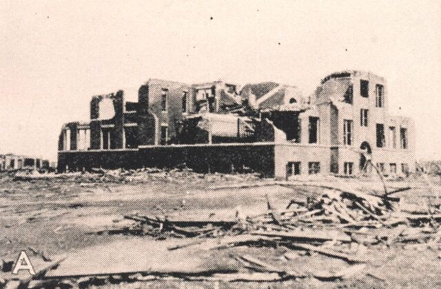 File:Tri-State Tornado Damage Longview School.jpg