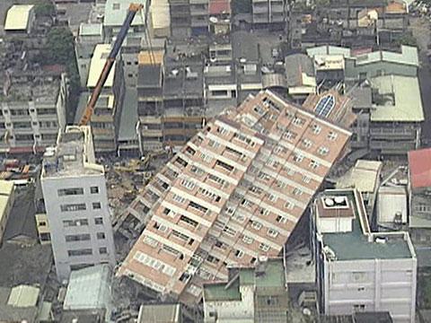 File:Earthquake-brings-down-Building.jpg